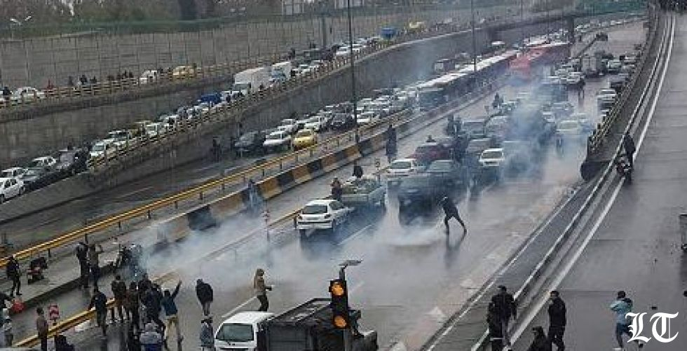 الاحتجاجاتُ المطلبية توحّد المتظاهرين في ايران والعراق ولبنان