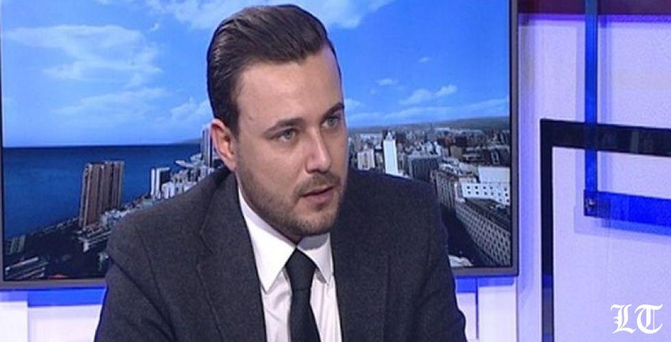 """""""بطالة"""" مستشاري كاره السياسة سعد الحريري"""