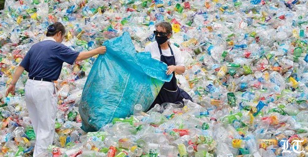 تأثير الزجاجات البلاستيكية وعبوات الألومنيوم على البيئة