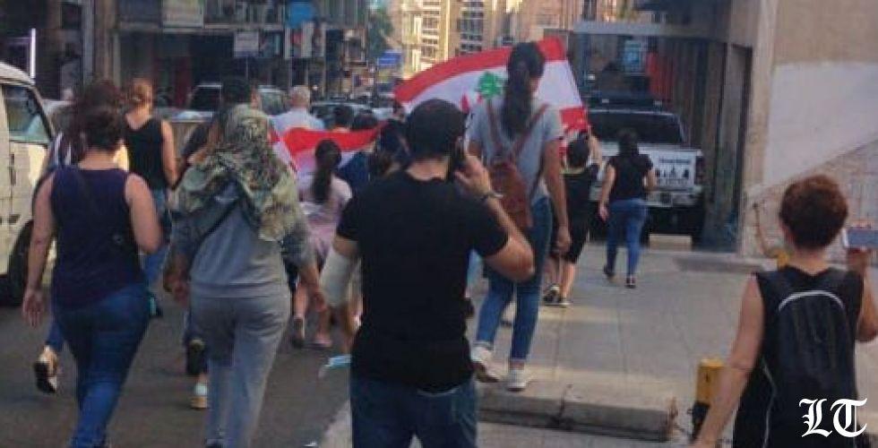 تدفق المحتجين الى ساحة الشهداء