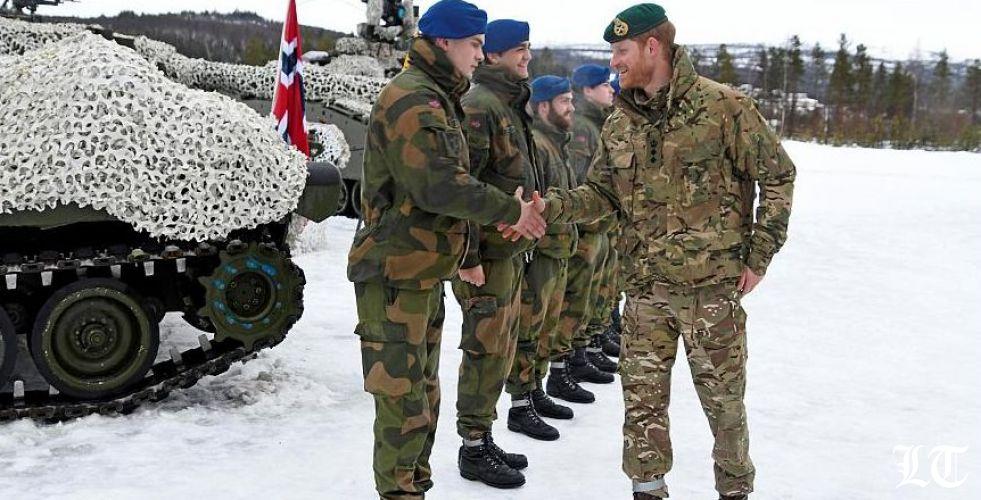 الأمير هاري في زيارة عسكرية للقطب الشمالي