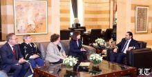 """الأميركيون في سياسة """"العصا والجزرة""""مع لبنان"""