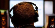 جيل الألفية يتلف سمعه بالاستماع للموسيقى الصاخبة