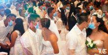 القبلات بالكمامات.. في حفل زفاف جماعي