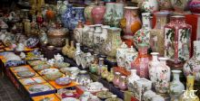 محلات التذكارات تنشط في أبوظبي استعدادا لزيارة البابا