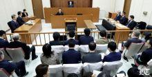 كارلوس غصن نحيلا مكبّل اليدين أمام المحكمة: أنا بريء